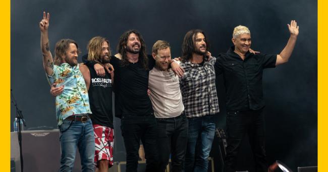 Οι Foo Fighters διασκευάζουν Bee Gees!
